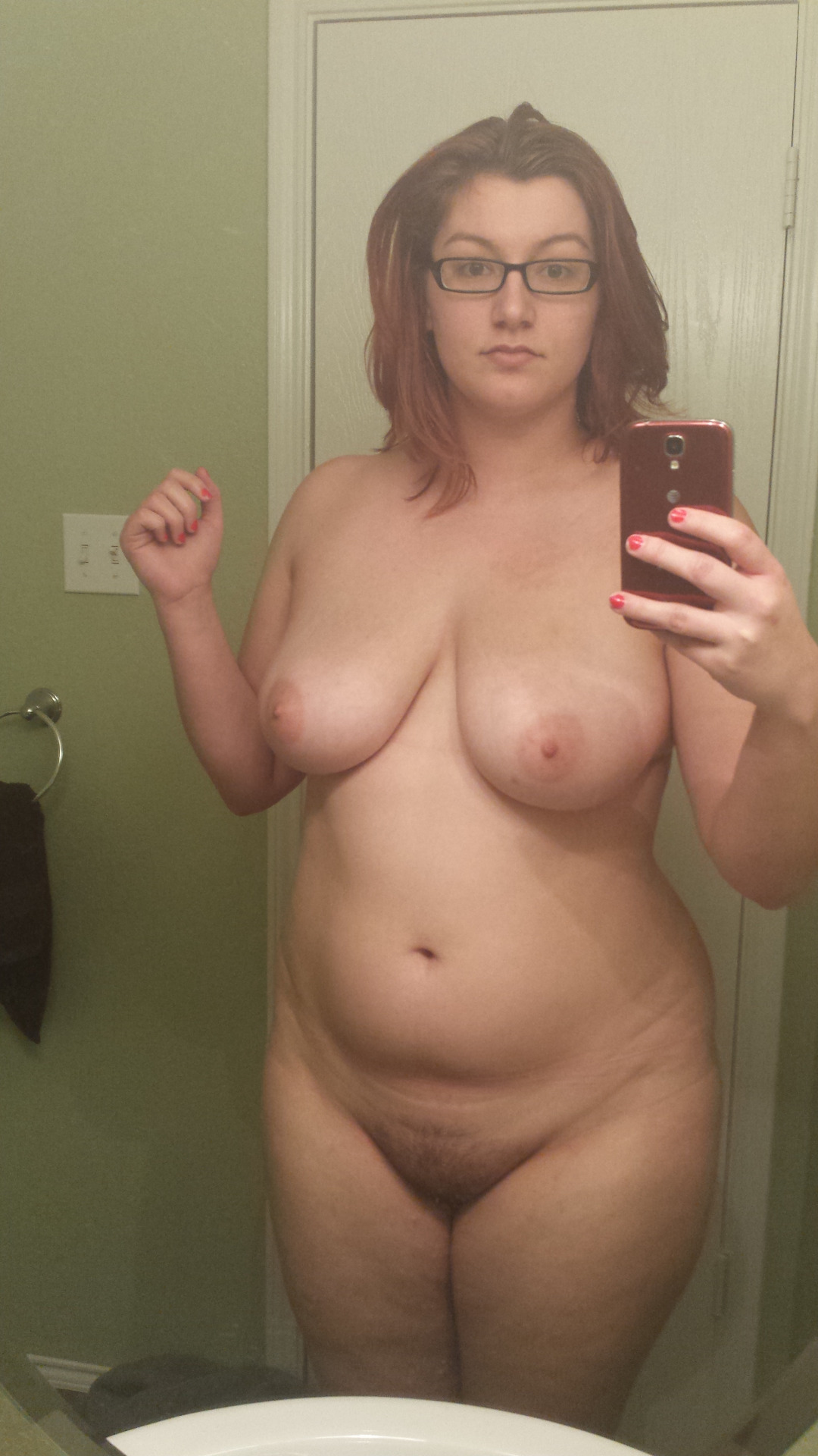 Curvy girl naked with a hairy pussy on Snapchat